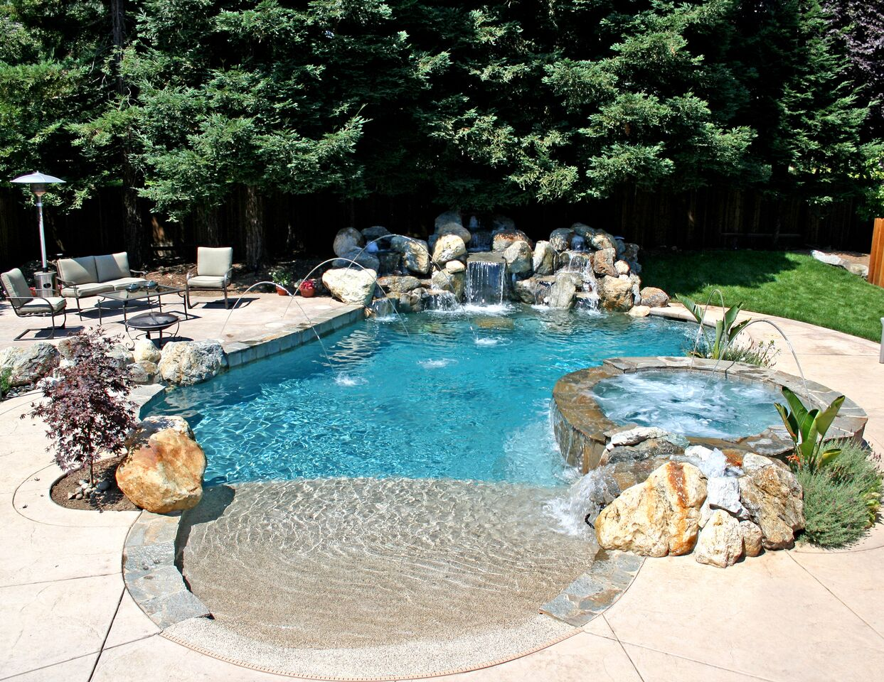 How to Deal With Nutgrass Problem around Swimming Pools