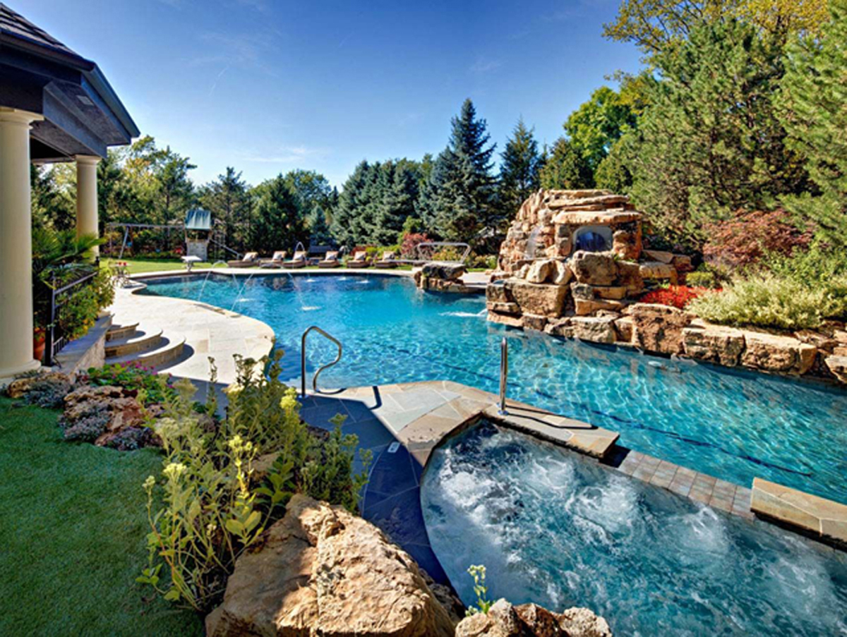 Natural Swimming Pools: 3 Popular Myths
