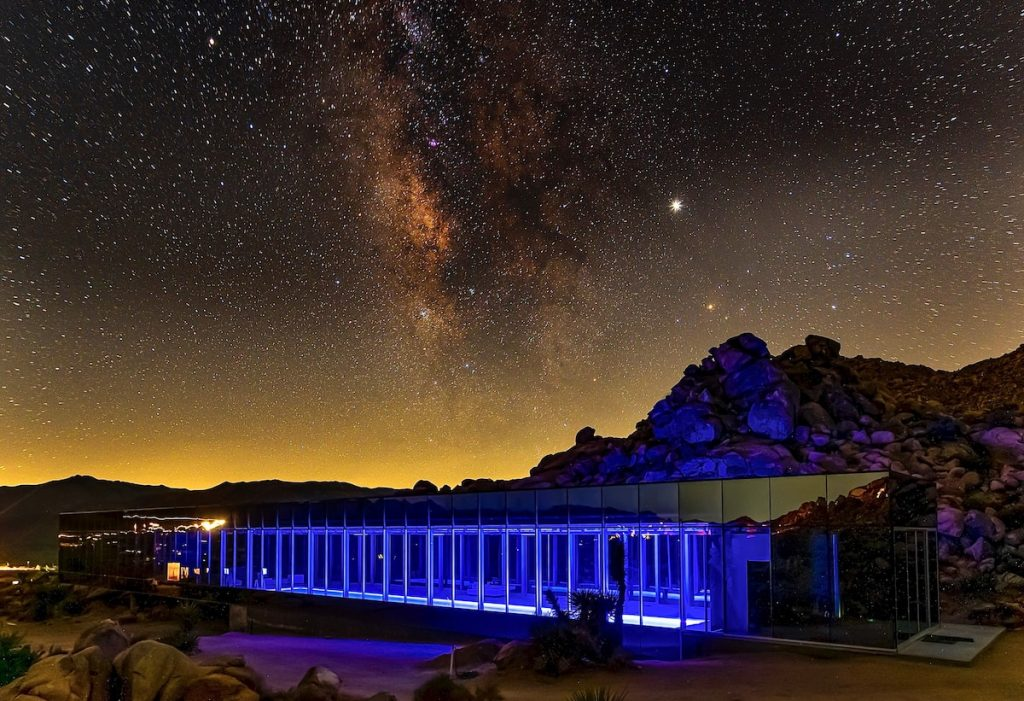Guests enjoy the beautiful vista and some of the best stargazing the world has to offer. - Invisible House