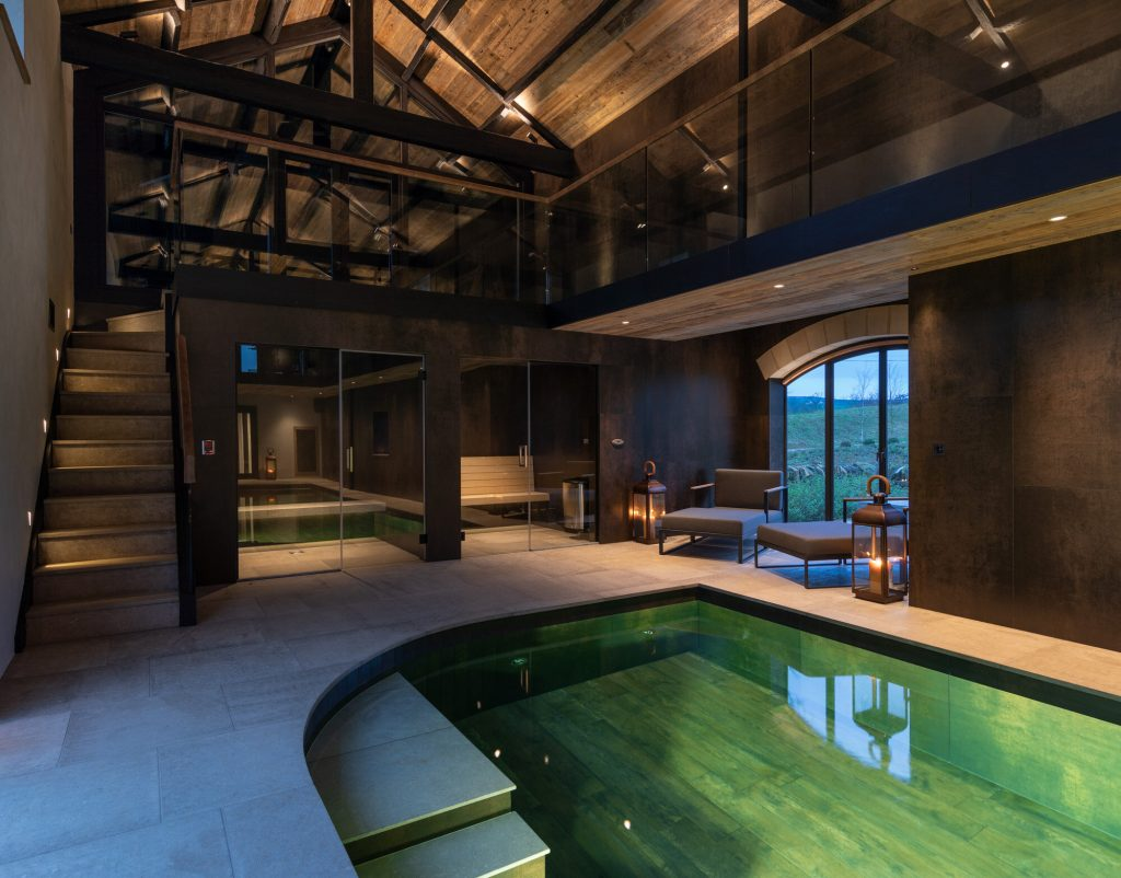 Pool House - Spectacular Indoor Pool With Hot Tub